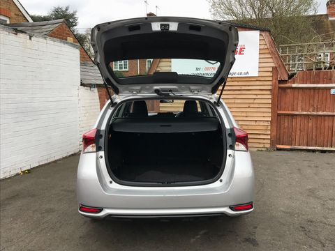 2015 Toyota Auris 1.4 D-4D Active Touring Sports (s/s) 5dr - Picture 10 of 32