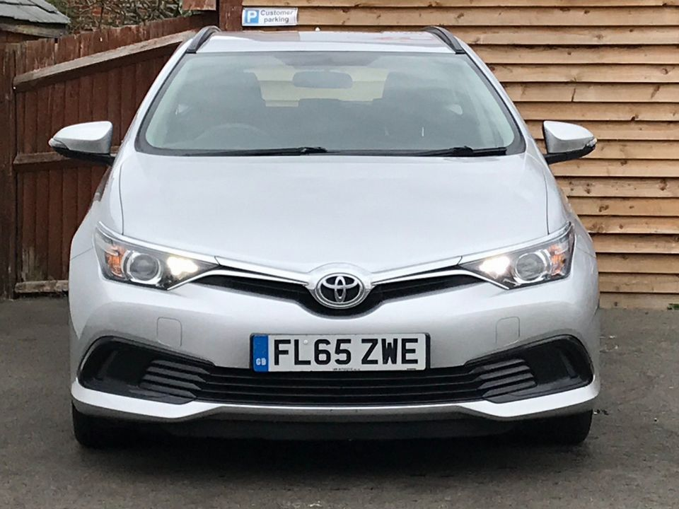 2015 Toyota Auris 1.4 D-4D Active Touring Sports (s/s) 5dr - Picture 3 of 32