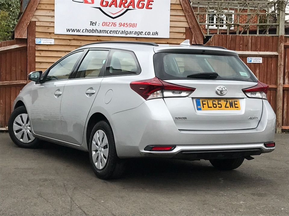 2015 Toyota Auris 1.4 D-4D Active Touring Sports (s/s) 5dr - Picture 6 of 32