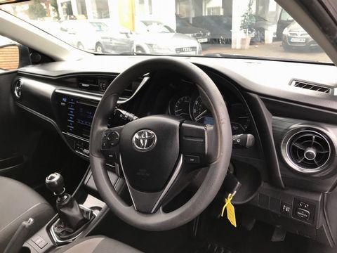 2015 Toyota Auris 1.4 D-4D Active Touring Sports (s/s) 5dr - Picture 13 of 32