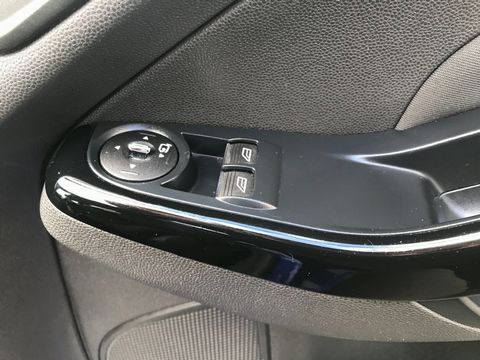 2014 Ford Fiesta 1.25 Zetec 5dr - Picture 27 of 31
