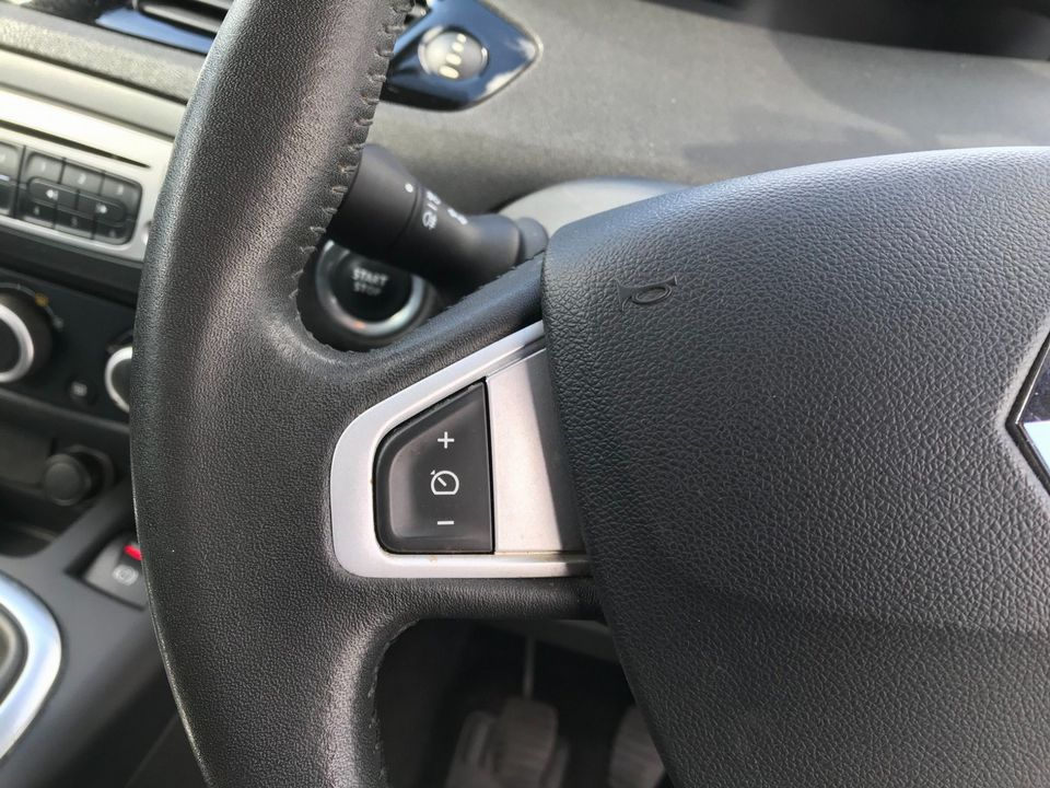 2012 Renault Grand Scenic 1.5 dCi Dynamique TomTom 5dr - Picture 24 of 32