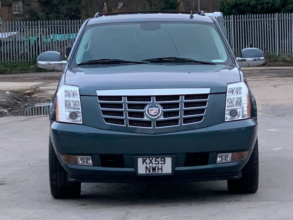 2012 Cadillac Escalade 6.2 V8 Sport Luxury SUV 5dr Petrol Automatic 4WD (383 g/km, 409 bhp) - Picture 2 of 37
