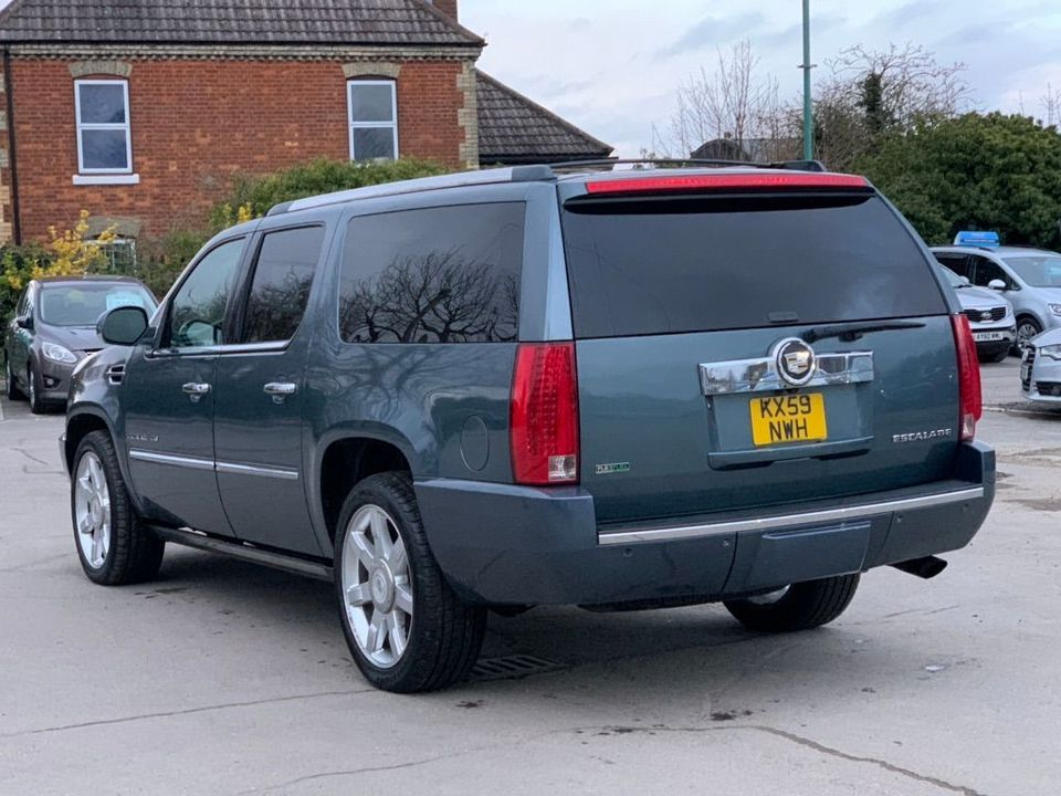 2012 Cadillac Escalade 6.2 V8 Sport Luxury SUV 5dr Petrol Automatic 4WD (383 g/km, 409 bhp) - Picture 8 of 37