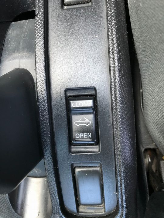 2007 Nissan Micra C+C 1.6 Pink 2dr - Picture 29 of 37