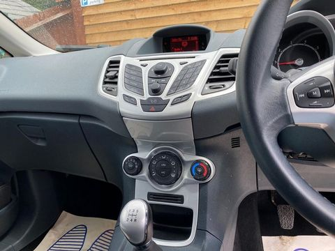 2009 Ford Fiesta 1.25 Zetec 5dr - Picture 24 of 28