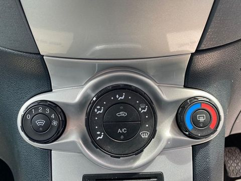 2009 Ford Fiesta 1.25 Zetec 5dr - Picture 34 of 36