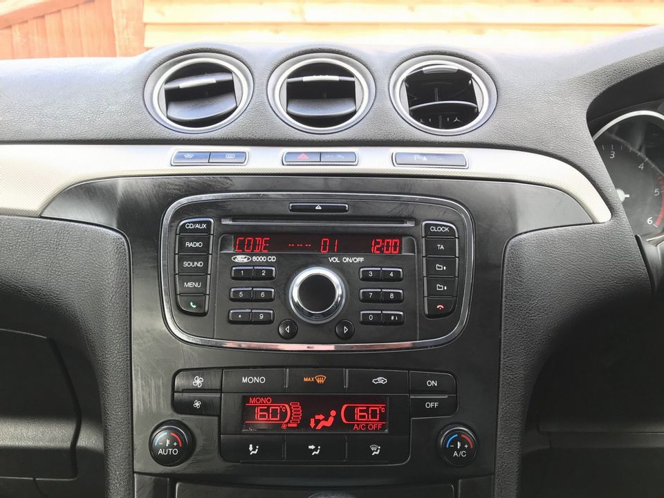 2012 Ford S-Max 2.0 TDCi Zetec Powershift 5dr - Picture 16 of 29