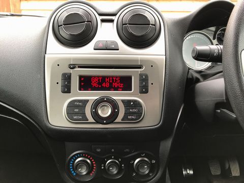 2011 Alfa Romeo MiTo 1.4 16V Junior 3dr - Picture 19 of 30