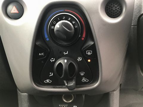 2018 Peugeot 108 1.0 Active 5dr - Picture 22 of 33