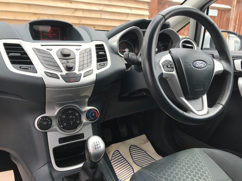 2012 Ford Fiesta 1.25 Zetec 3dr - Picture 11 of 34