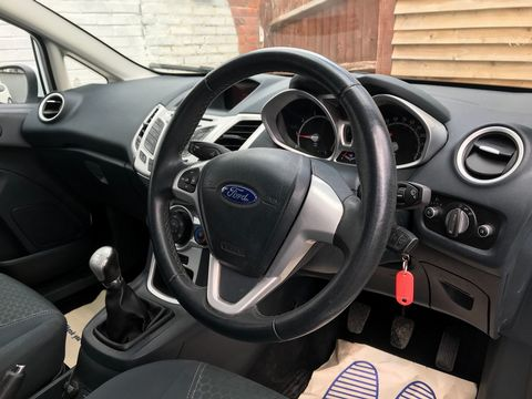 2012 Ford Fiesta 1.25 Zetec 3dr - Picture 12 of 34
