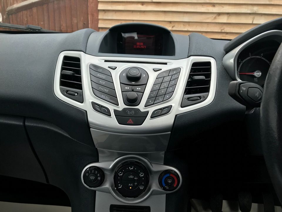 2012 Ford Fiesta 1.25 Zetec 3dr - Picture 22 of 34