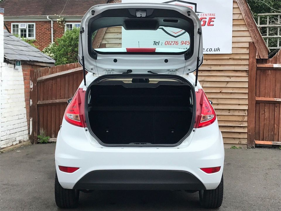 2012 Ford Fiesta 1.25 Zetec 3dr - Picture 9 of 34