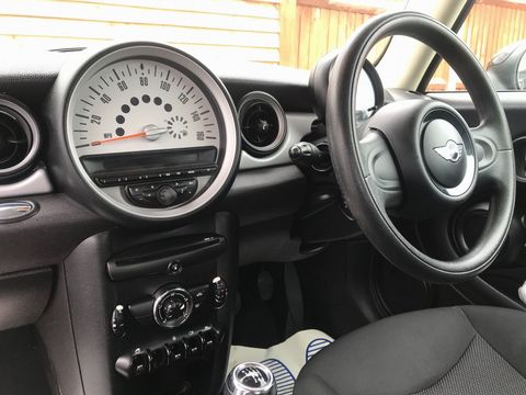2013 MINI Hatch 1.6 First 3dr - Picture 14 of 30
