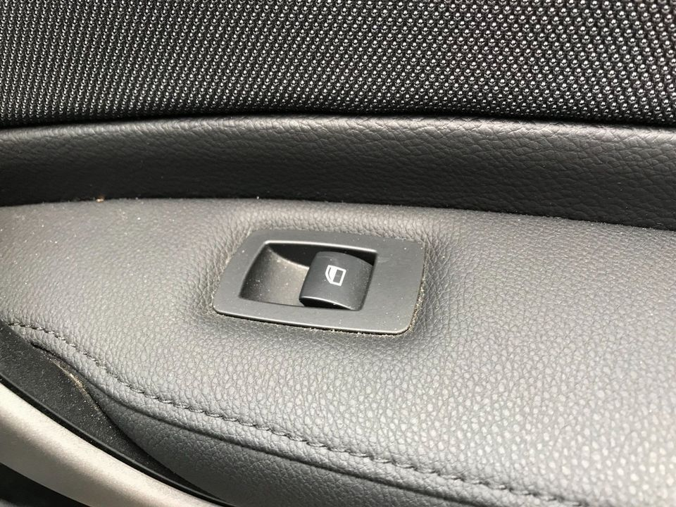 2009 BMW 1 Series 2.0 116d Sport 5dr - Picture 28 of 34