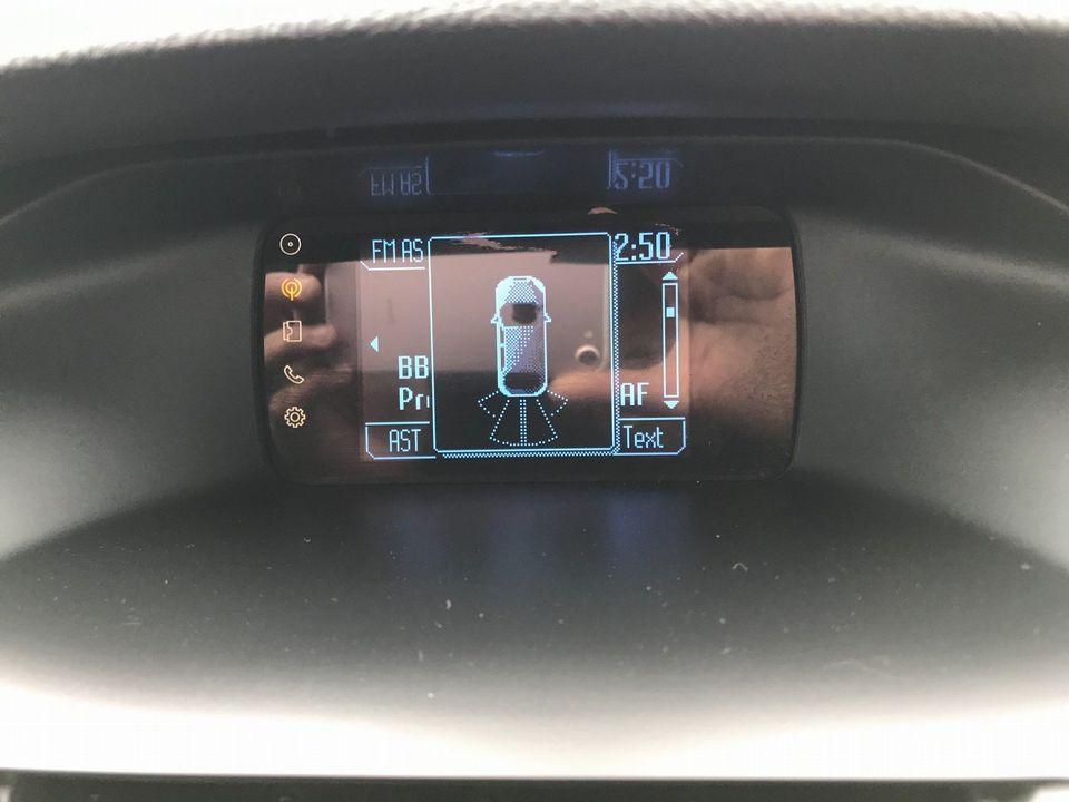2013 Ford Focus 1.6 TDCi Zetec 5dr - Picture 19 of 34