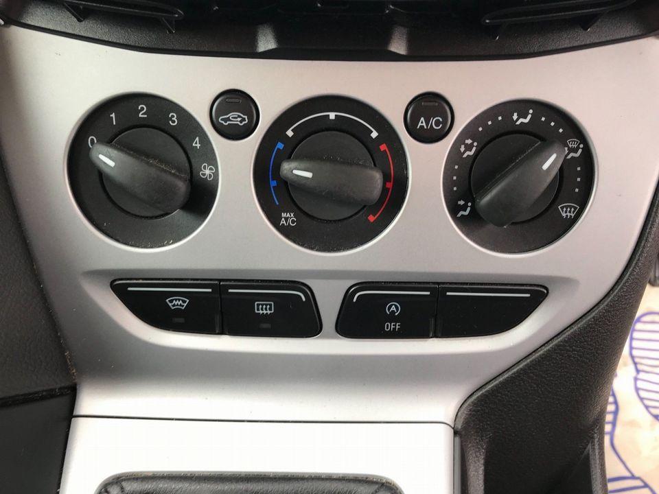 2013 Ford Focus 1.6 TDCi Zetec 5dr - Picture 21 of 34