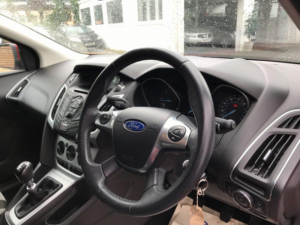 2013 Ford Focus 1.6 TDCi Zetec 5dr - Picture 10 of 33