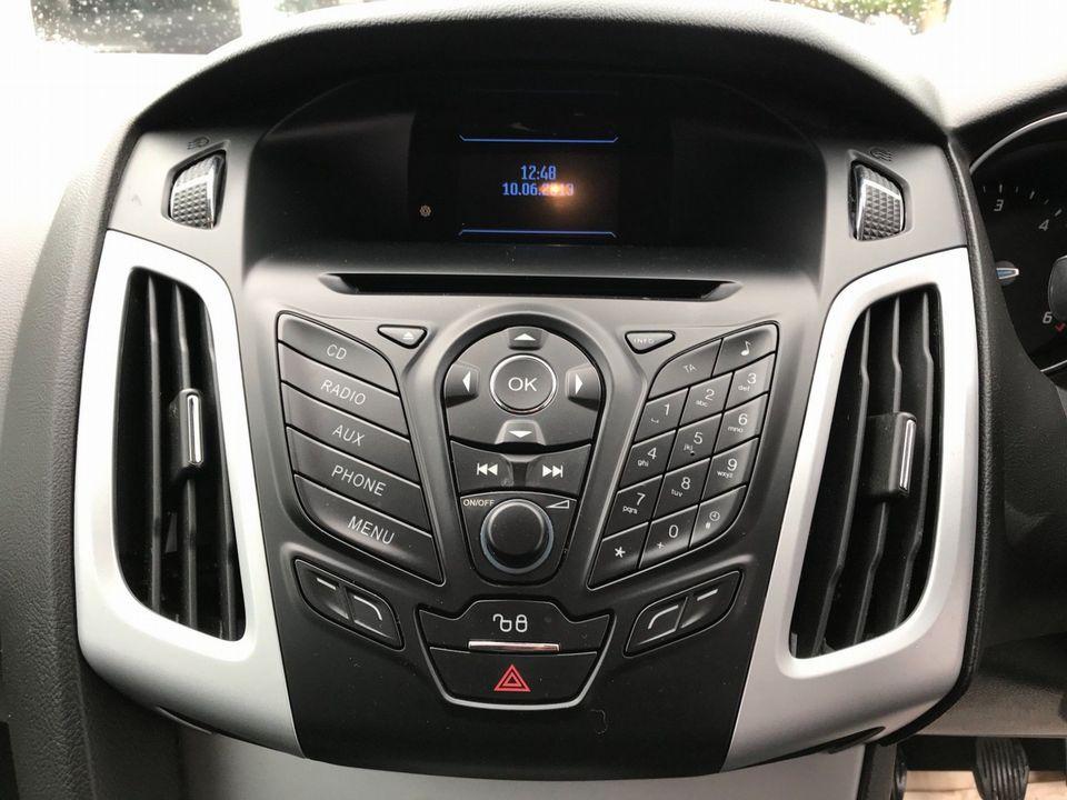 2013 Ford Focus 1.6 TDCi Zetec 5dr - Picture 20 of 33