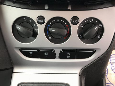 2013 Ford Focus 1.6 TDCi Zetec 5dr - Picture 21 of 33