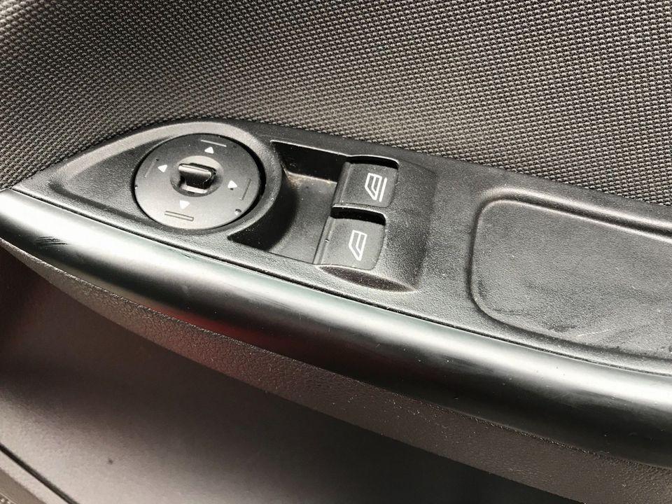 2013 Ford Focus 1.6 TDCi Zetec 5dr - Picture 29 of 33