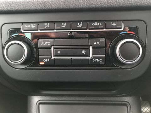 2012 Volkswagen Tiguan 2.0 TDI BlueMotion Tech SE 2WD (s/s) 5dr - Picture 27 of 38