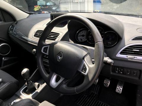 2011 Renault Megane 1.5 dCi Dynamique TomTom Sport Tourer 5dr - Picture 14 of 36