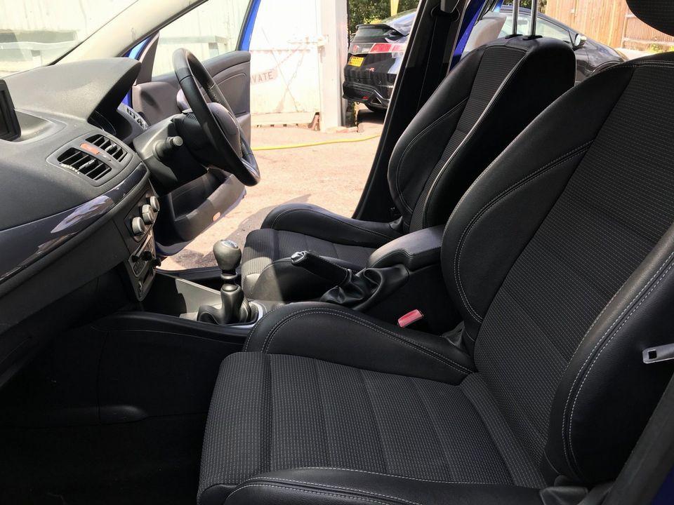 2011 Renault Megane 1.5 dCi Dynamique TomTom Sport Tourer 5dr - Picture 17 of 36