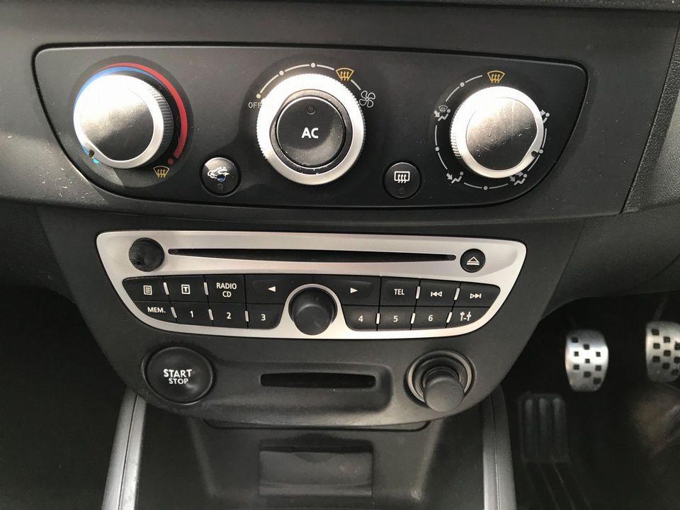 2011 Renault Megane 1.5 dCi Dynamique TomTom Sport Tourer 5dr - Picture 22 of 36