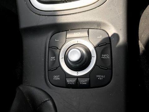 2011 Renault Megane 1.5 dCi Dynamique TomTom Sport Tourer 5dr - Picture 24 of 36
