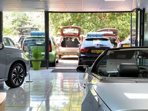 2011 Renault Megane 1.5 dCi Dynamique TomTom Sport Tourer 5dr - Picture 29 of 36