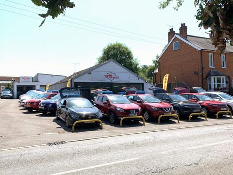 2011 Renault Megane 1.5 dCi Dynamique TomTom Sport Tourer 5dr - Picture 8 of 36