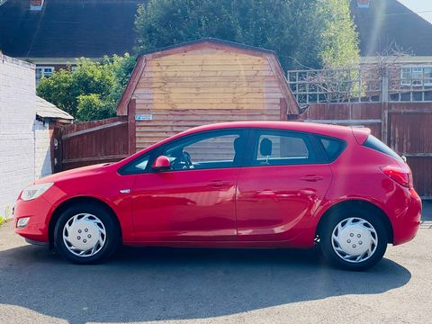 2011 Vauxhall Astra 1.4 16v Exclusiv 5dr - Picture 5 of 9