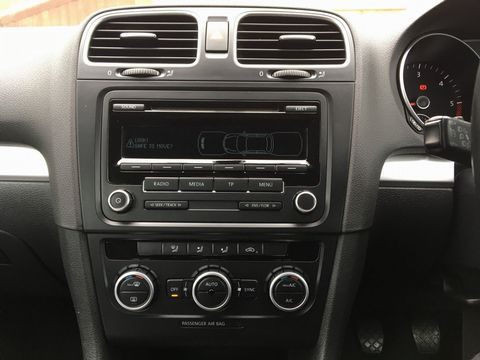 2013 Volkswagen Golf 1.6 TDI BlueMotion Tech SE Cabriolet 2dr - Picture 25 of 37