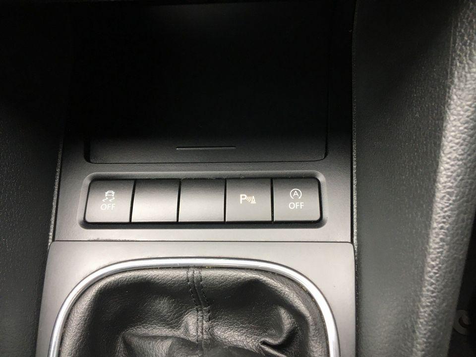 2013 Volkswagen Golf 1.6 TDI BlueMotion Tech SE Cabriolet 2dr - Picture 26 of 37