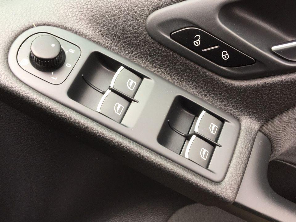 2013 Volkswagen Golf 1.6 TDI BlueMotion Tech SE Cabriolet 2dr - Picture 32 of 37
