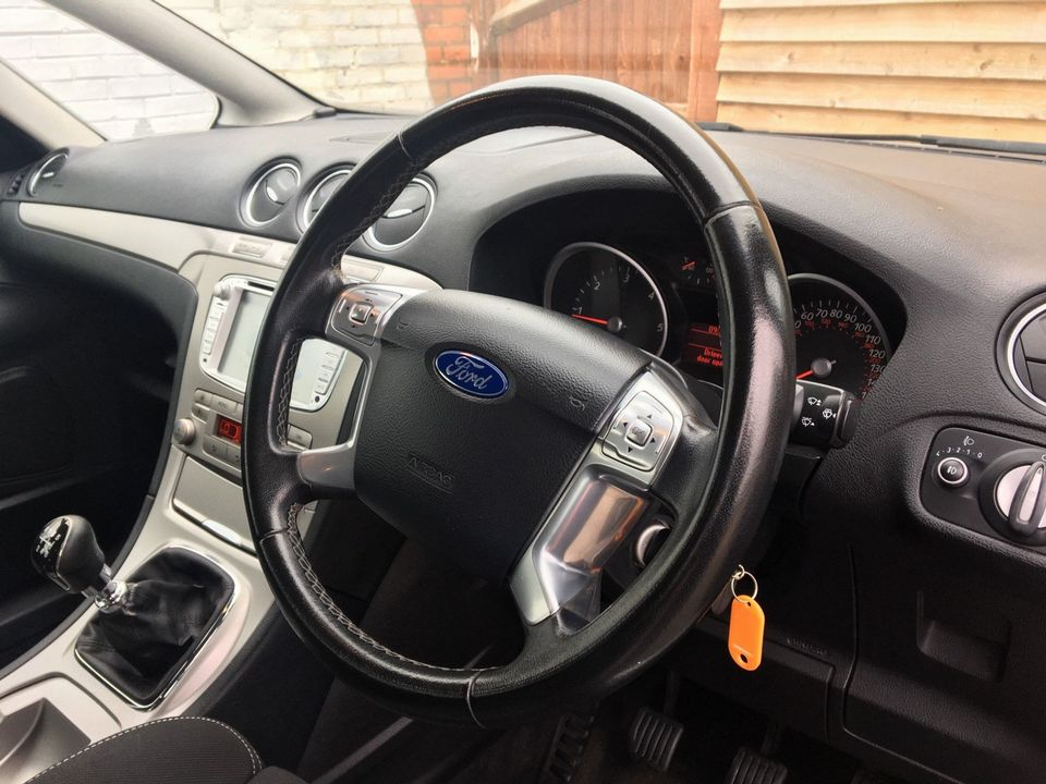 2010 Ford S-Max 2.0 TDCi Zetec 5dr - Picture 13 of 34