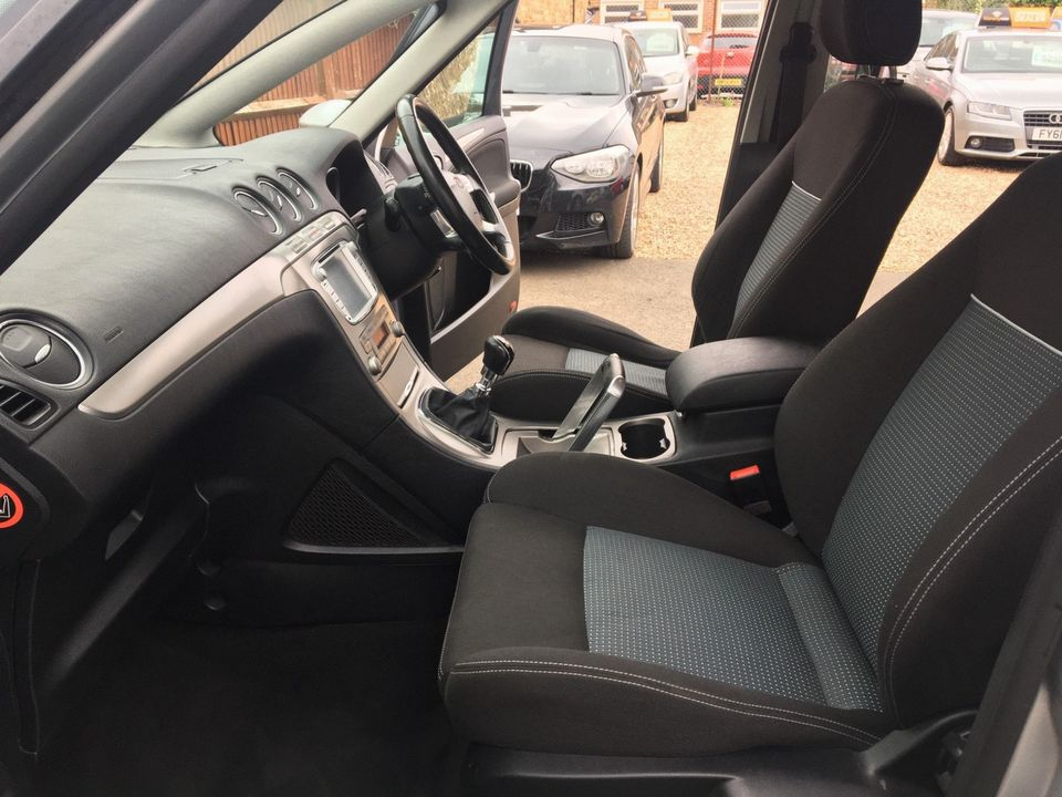 2010 Ford S-Max 2.0 TDCi Zetec 5dr - Picture 16 of 34
