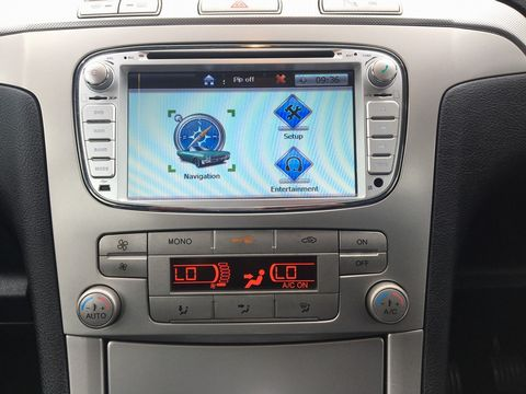2010 Ford S-Max 2.0 TDCi Zetec 5dr - Picture 22 of 34