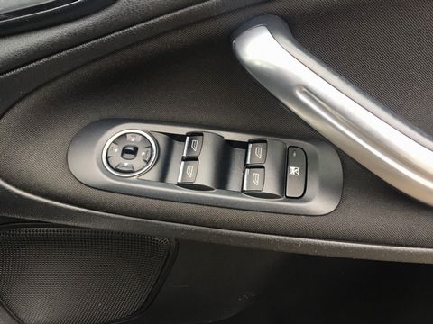 2010 Ford S-Max 2.0 TDCi Zetec 5dr - Picture 29 of 34