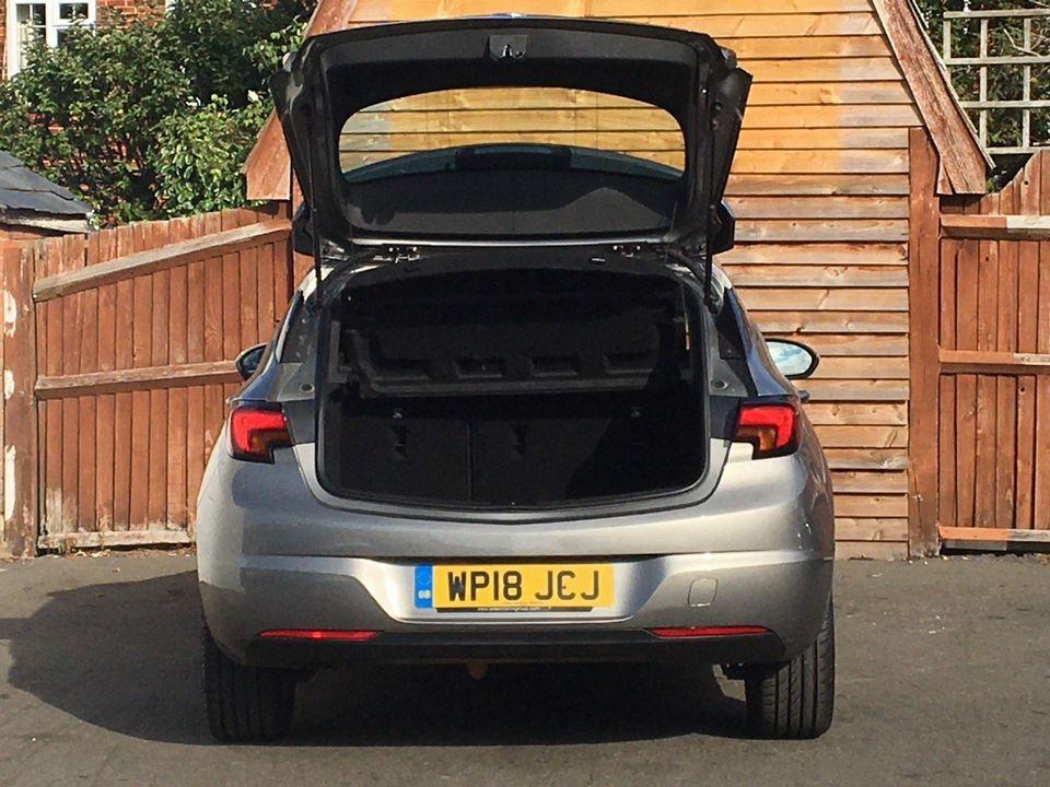 2018 Vauxhall Astra 1.4i Turbo SRi Nav 5dr - Picture 7 of 8