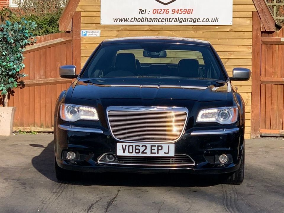 2012 Chrysler 300C 3.0 TD Executive 4dr - Picture 4 of 28