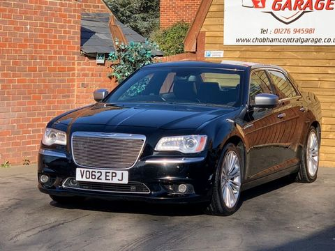 2012 Chrysler 300C 3.0 TD Executive 4dr - Picture 5 of 28