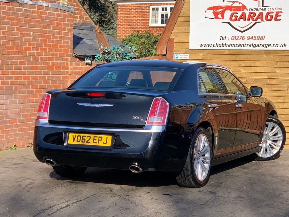 2012 Chrysler 300C 3.0 TD Executive 4dr - Picture 8 of 28