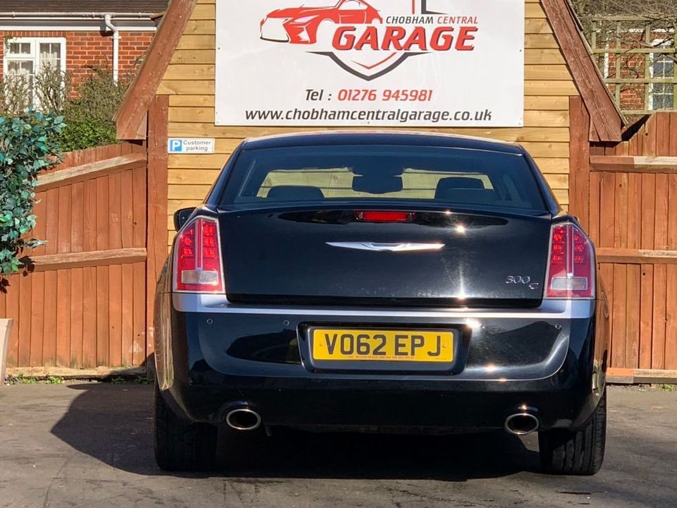 2012 Chrysler 300C 3.0 TD Executive 4dr - Picture 9 of 28