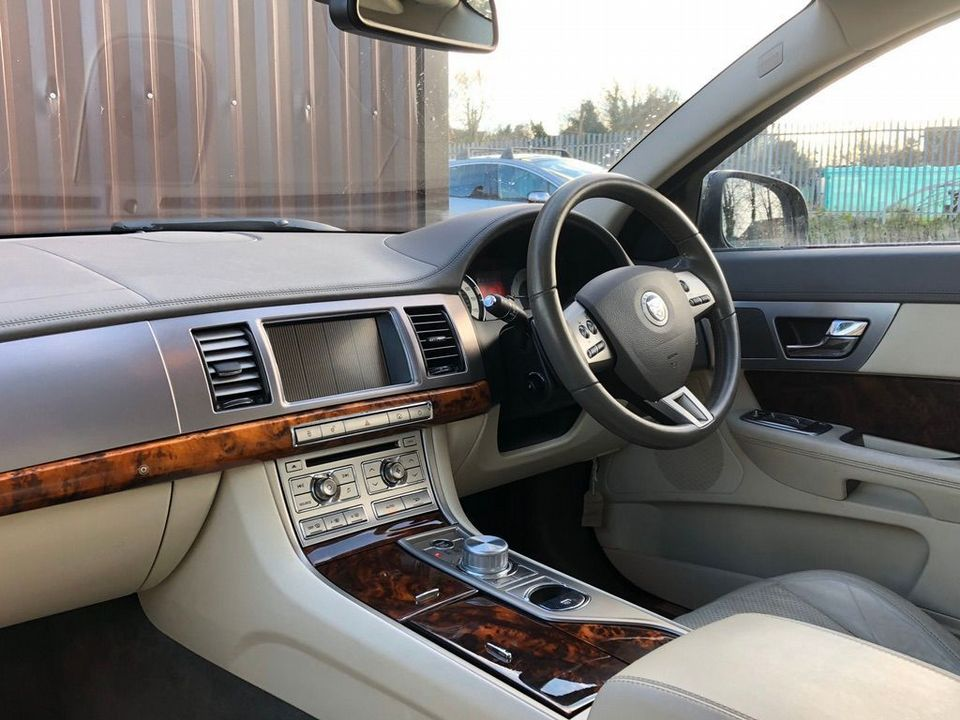 2008 Jaguar XF 2.7 TD Premium Luxury 4dr - Picture 12 of 37