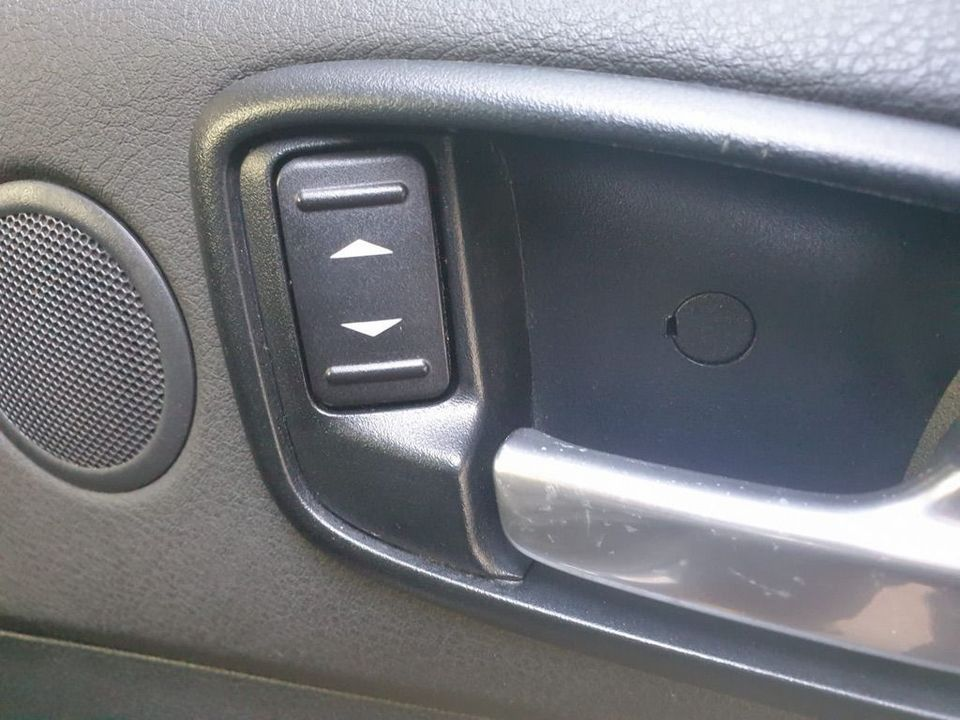 2009 Ford S-Max 2.2 TDCi Titanium 5dr - Picture 22 of 27