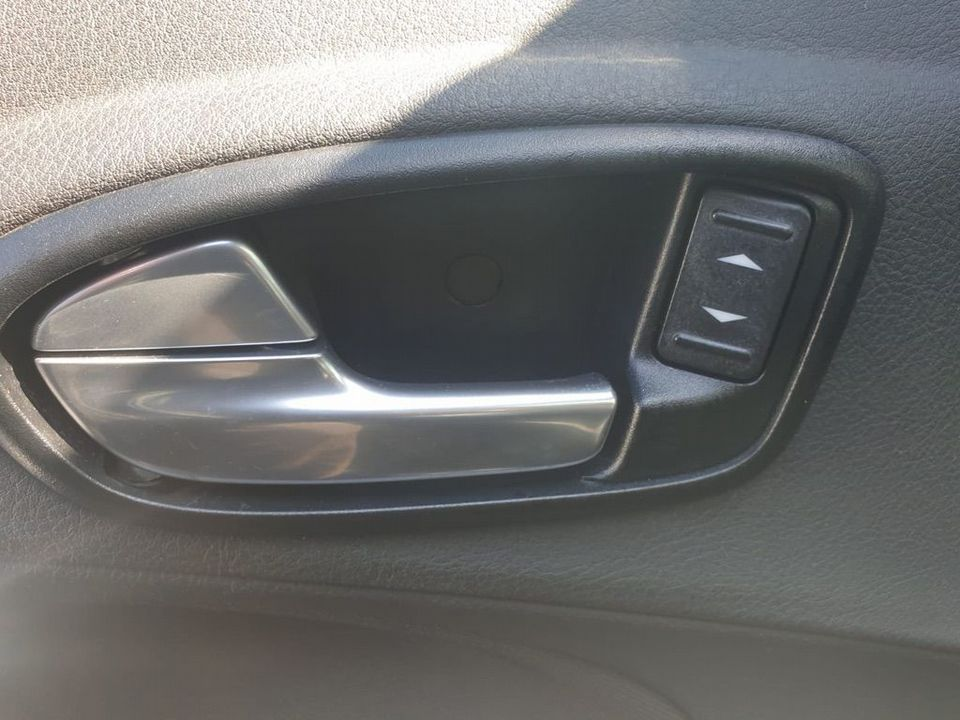 2009 Ford S-Max 2.2 TDCi Titanium 5dr - Picture 24 of 27