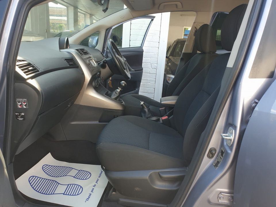 2009 Toyota Verso 1.8 V-Matic TR 5dr - Picture 15 of 30